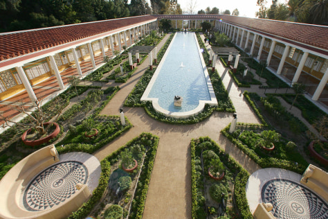 A view from above the outer peristyle at