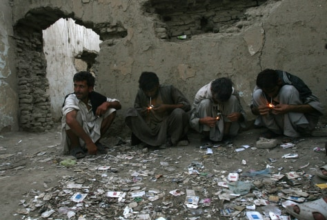 Image: Afghan opium users