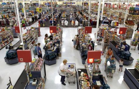 Image: Shoppers at Wal-Mart