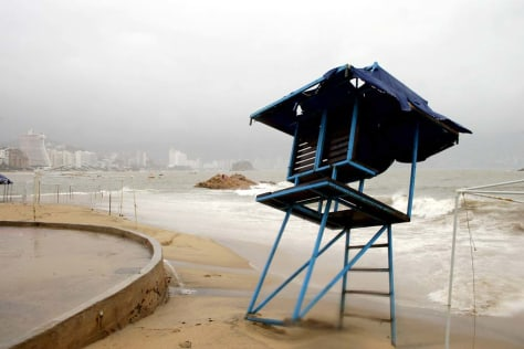 Image: Hurricane threatens Mexico's coast.