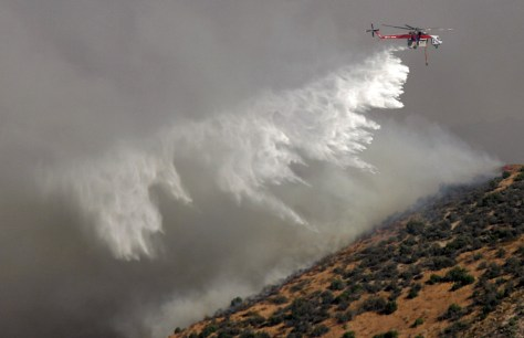 IMAGE: HELICOPTER FIGHTS FIRE