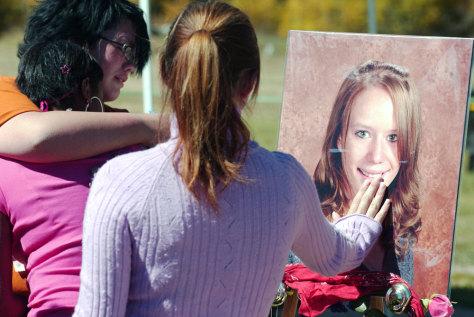 Image: Students mourn slain classmate