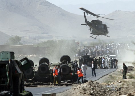 Image: Helicopter carries body away