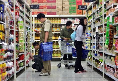 Image: Customers shopping at Wal-Mart in China