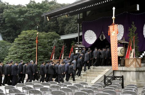IMAGE: JAPANESE LAWMAKERS AT WAR SHRINE