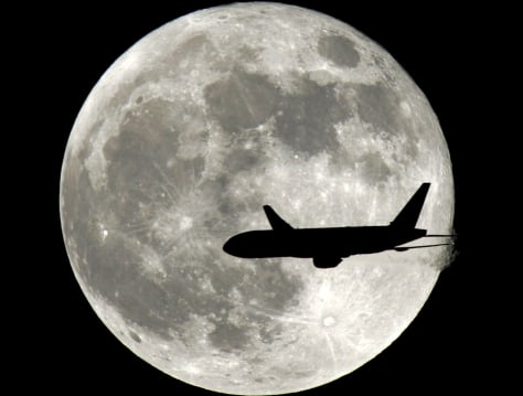 Image: Full-moon flying