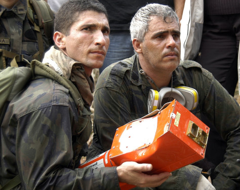 Soldiers retrieve flight data recorder of Gol airlines flight that crashed Sept. 29.