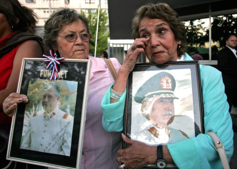 Supporters of former Chilean dictator Pinochet in vigil outside hospital, December 3 2006