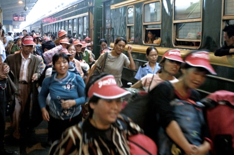 Image: Chinese train passengers