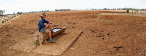 IMAGE: AUSTRALIA FARM HIT BY DROUGHT