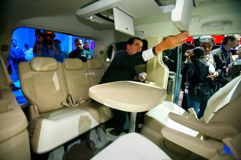 minivan aims to be 39 family room on wheels 39 business autos detroit auto show 2007 nbc news. Black Bedroom Furniture Sets. Home Design Ideas