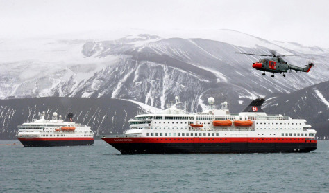 IMAGE: DAMAGED CRUISE SHIP IN ANTARCTICA