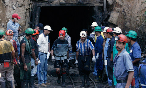 Colombian miners carries the body of one of the miners who died in a coal mine explosion in Sardinata