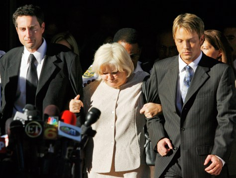 Stern, Anna Nicole Smith's mother Virgie Arthur, and Birkhead walk arm-in-arm out the Broward County Circuit Court in Ft. Lauderdale