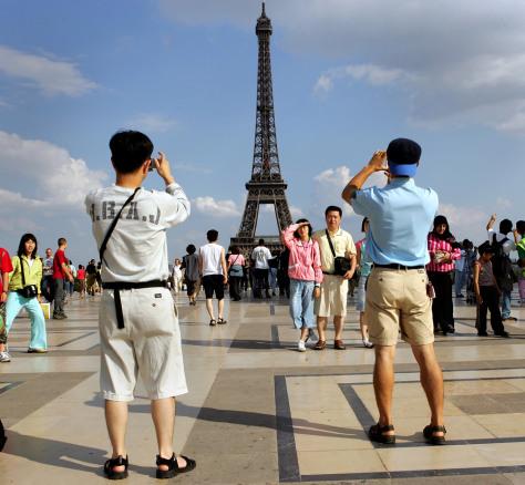 Image: Paris tourists