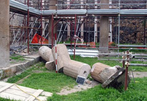 Image: Broken column