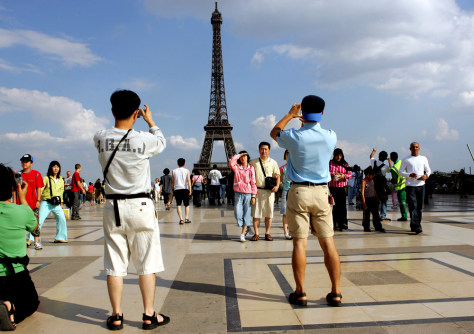 Image: Tourists in Paris