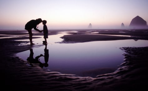 Image: Mother and child at Cannon Beach