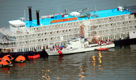Image: Passengers evacuated