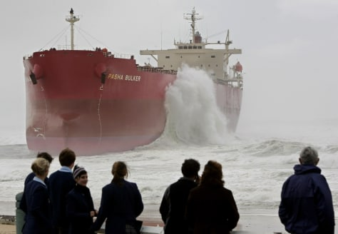 IMAGE: FREIGHTER THAT RAN AGROUND