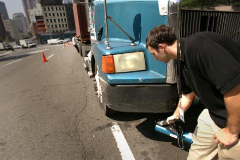 Image: NYPD checking trucks