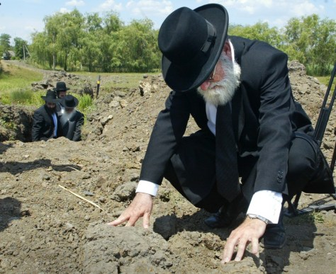Image: Rabbi at mass grave site