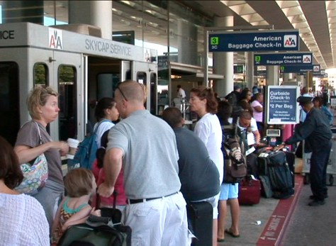 Image: Independence Day travelers