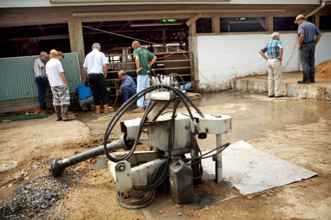 Image: Pump connected to manure pit