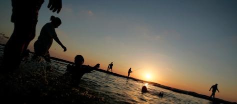 Image: Israelis swim