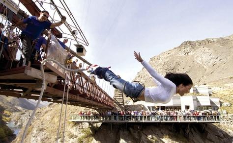 Image: Bungee jumping