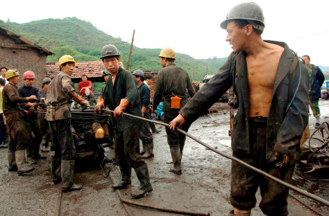 Image: China rescue workers