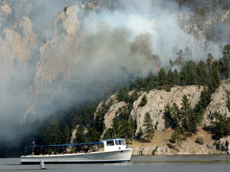 Image: Tour boat and wildfire