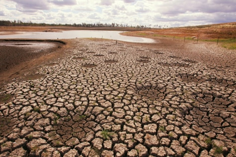 IMAGE: LOW WATER IN AUSSIE DAM