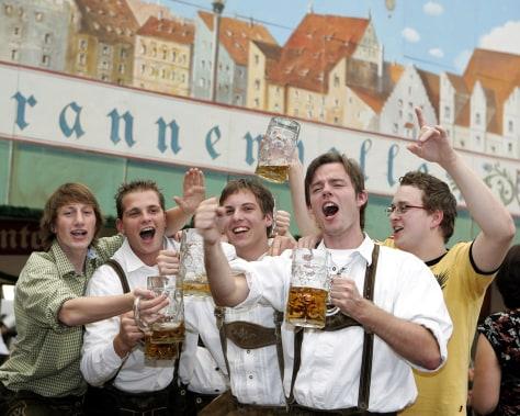 Image: Oktoberfest fans