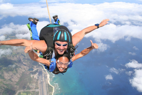 Image: Skydiving at Mokulei'a (North Shore of Oahu)
