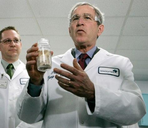 Image: George W. Bush discusses ethanol