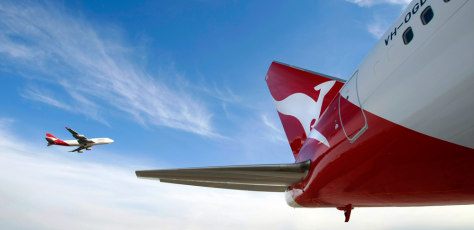 Image: Qantas Boeing 747 flies past a 767