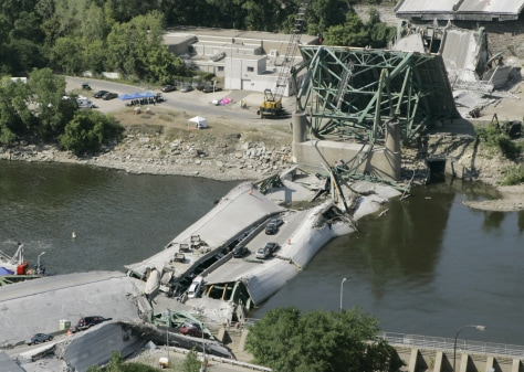 Image: Collapsed Minn. bridge