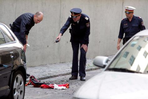 Image: Austrian police near U.S. Embassy