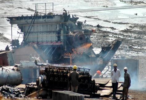 Image: Shipbreaking yard