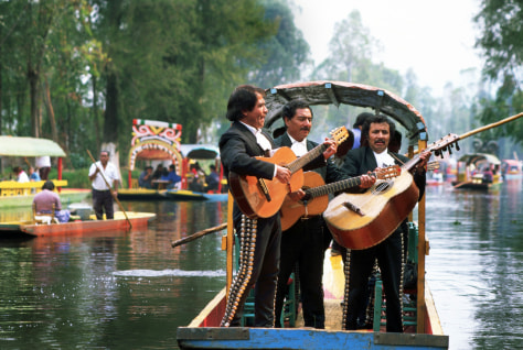Image: Mariachi Band on Punt