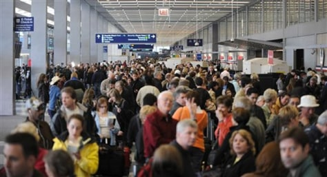 Image: Crowds of air passengers