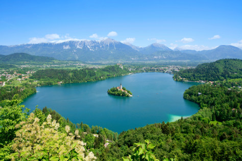 Image: Lake Bled vs. Lake Como