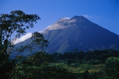 Image: Clouds sweeping across Volcan Arenal