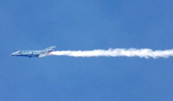 Image: SpaceShipTwo contrail