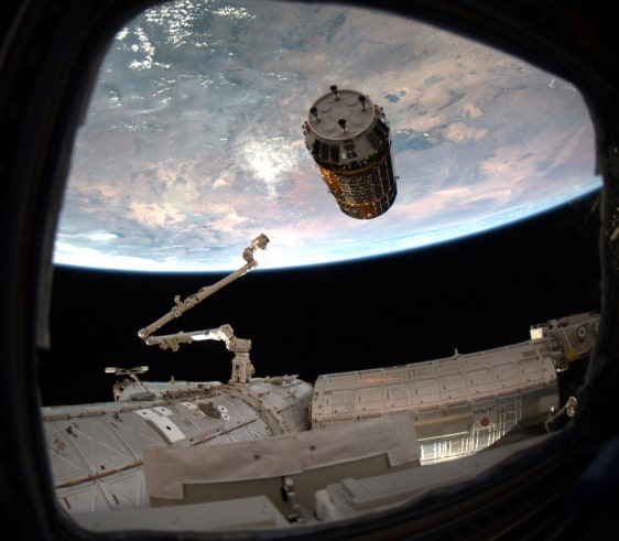 Image: Japan cargo craft docking