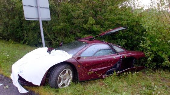 Image: Rowan Atkinson Crashes McLaren F1 Supercar