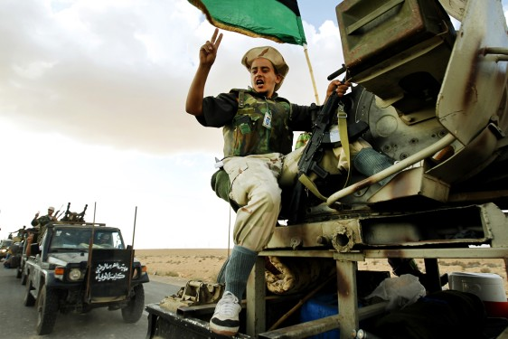 Image: Anti-Gadhafi forces near Bani Walid.