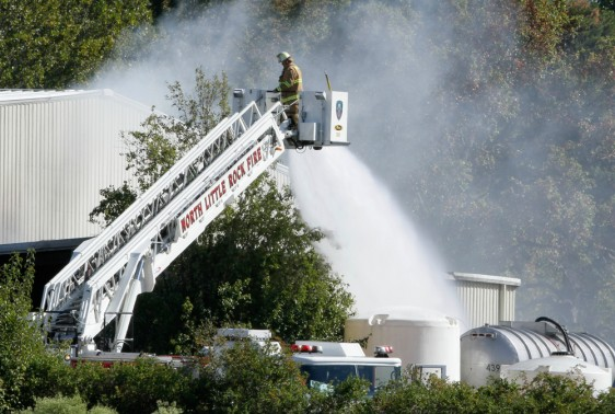 Image: Firefighter battles blaze at Onyx Laboratories plant