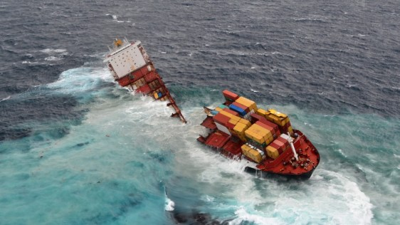 Image: Cargo ship Rena after its hull split into two